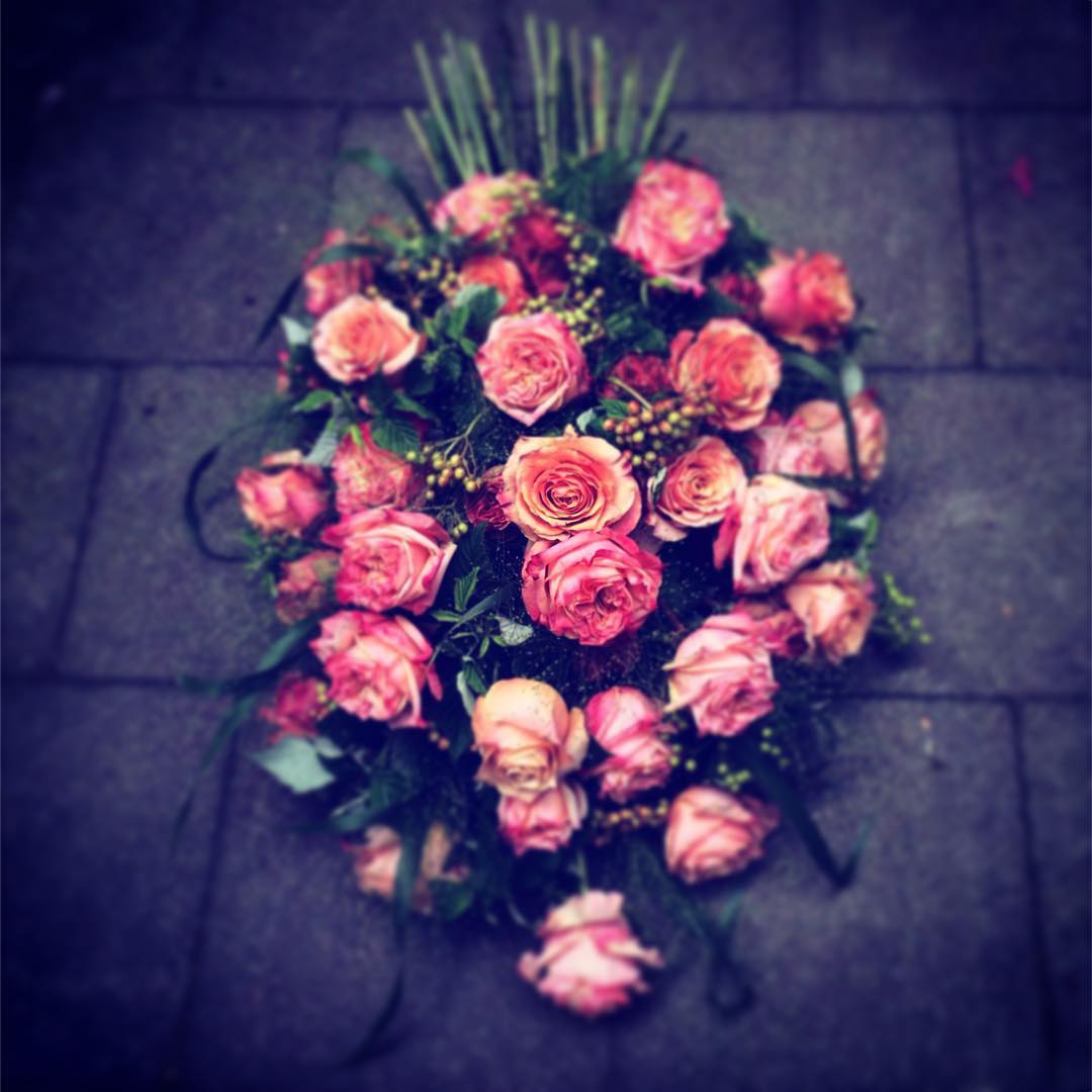 bouquet funeral roses flowers equador pink flowershop antwerp florartes florartesantwerp