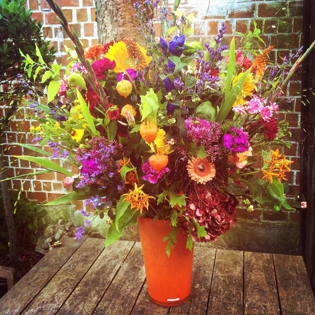 indiansummer almostautumn summer flowermix colors colorfull vase henrydean orange garden flowershop antwerp florartesantwerp