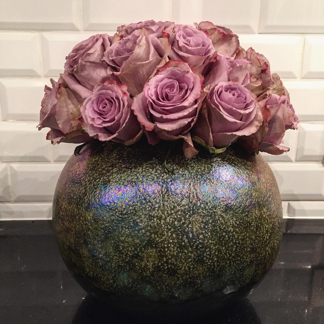 roses equador rosegreynight mobach dutch vase ceramics kitchen white black flowershop antwerp florartesantwerp