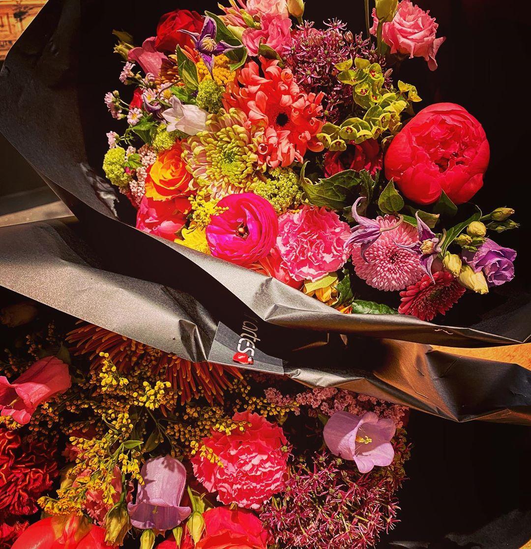 Verwen jezelf of iemand anders met een prachtig bont boeket !!! Wij leveren gratis aan huis in Antwerpen, Berchem en Wilrijk vanaf 35 EUR. Bestel via onze website www.florartes.be